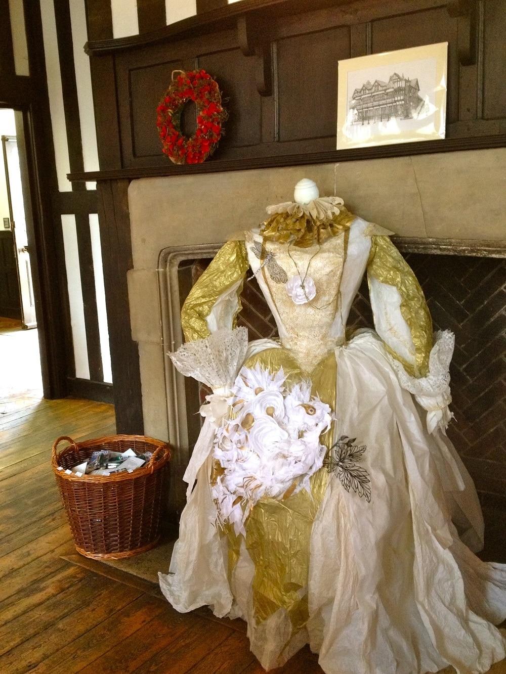 Tudor-Gown-at-Tudor-House_1000